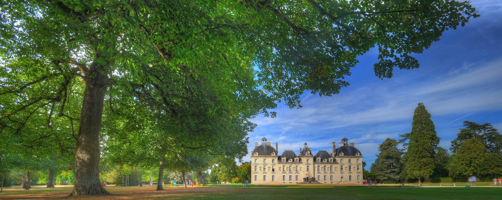 Le Château de Cheverny vu du parc