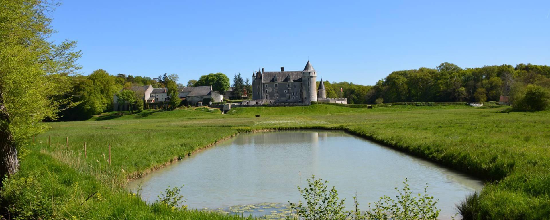 Miroir d'eau au château de Montpoupon. © OTBC