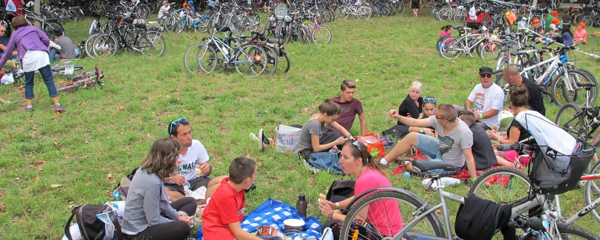 Déjeuner lors de la Fête du Vélo
