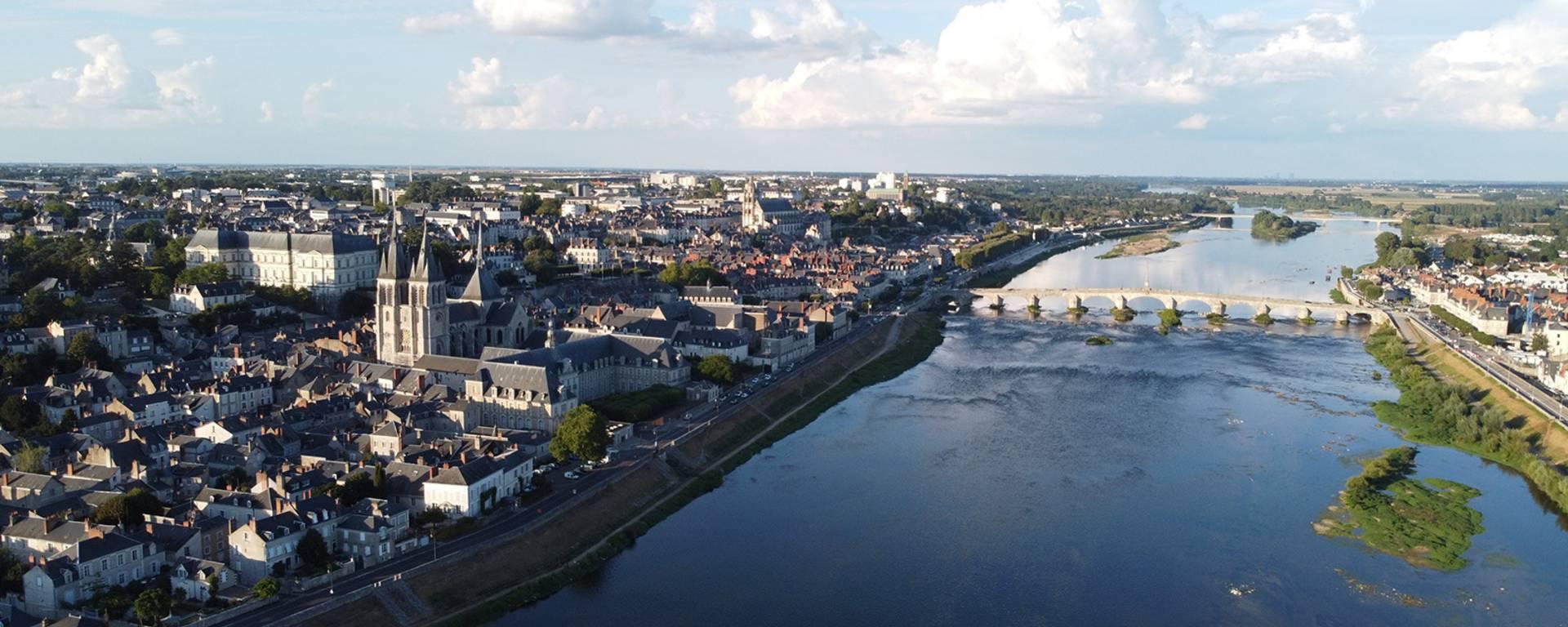 La Loire à Blois vue du ciel.