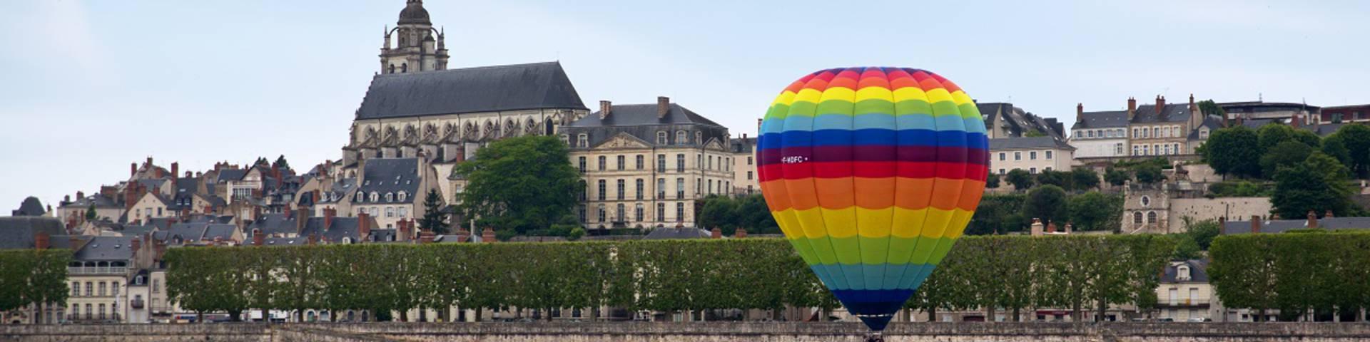 Survolez le Val de Loire en montgolfière. © OTBC