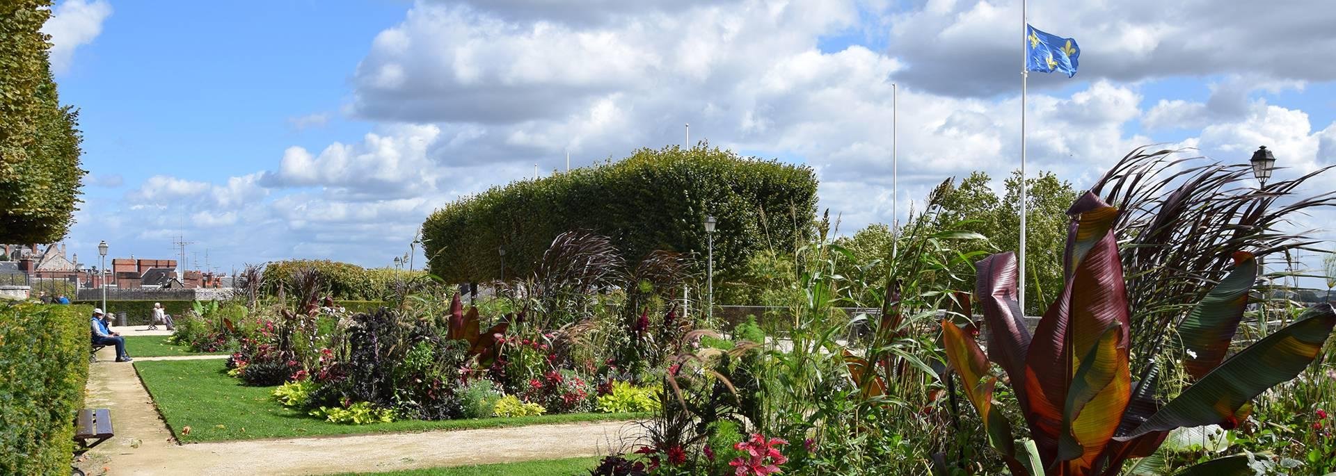 Jardins Saint Sauveur en été à Blois