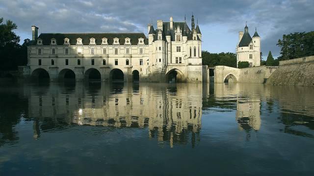Le Château de Chenonceau au-dessus du Cher. © OTBC