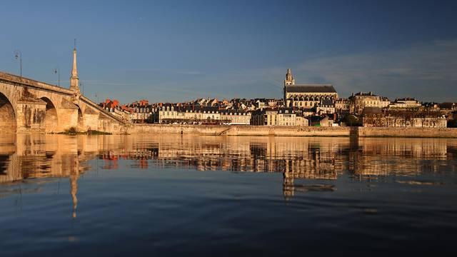 Blois, le pont Jacques Gabriel et sa Cathédrale © L. de Serres