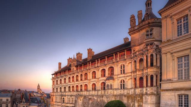 La Façade des Loges du Château Royal de Blois © L. de Serres