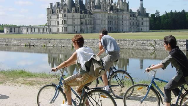 Découvrez les châteaux de la Loire à vélo. © Y.Wemaere