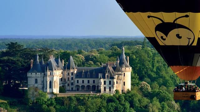 Survol des châteaux et de la Loire. © Aerocom