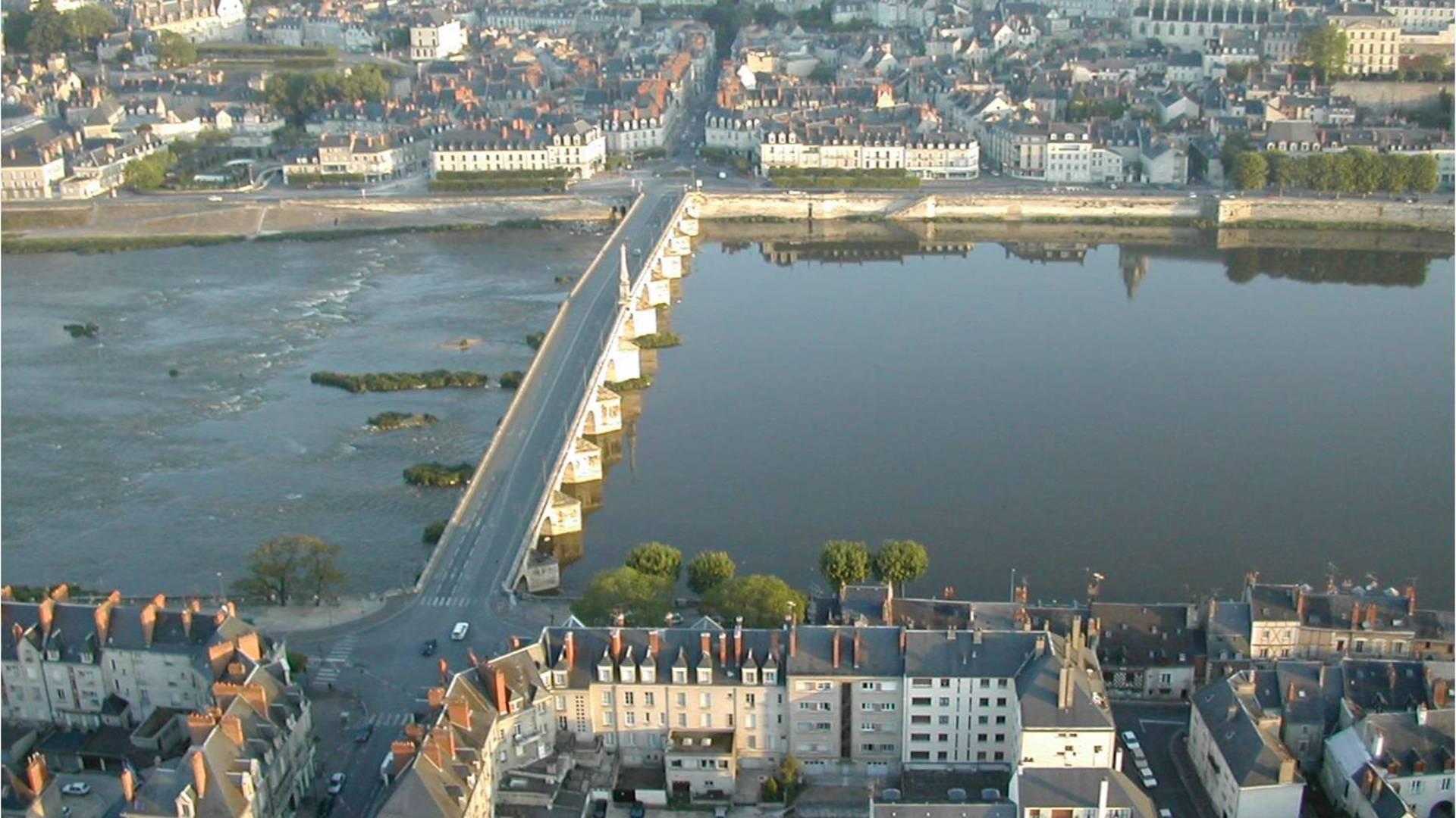 Le pont Jacques Gabriel à Blois