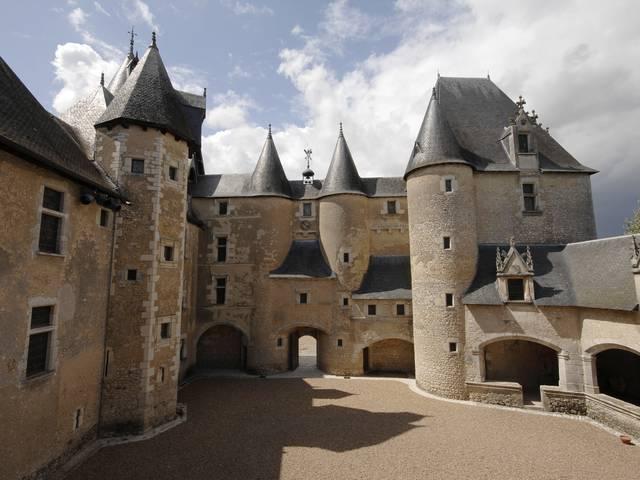 Le château de Fougères-sur-Bièvre. © OTBC
