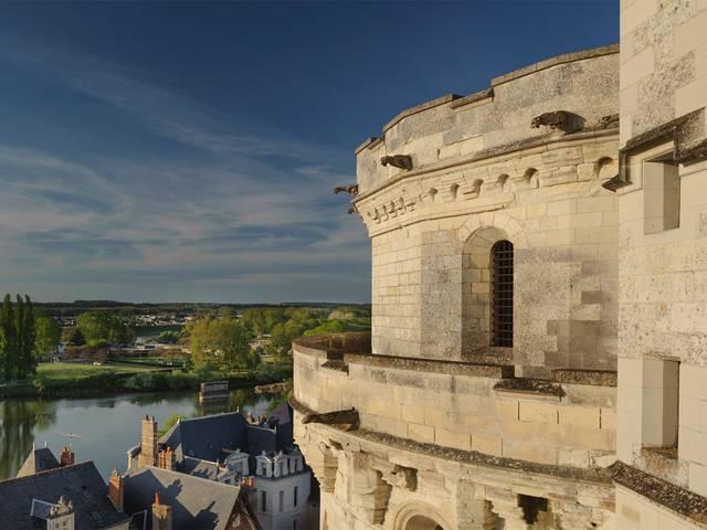 Le château d'Amboise surplombe la Loire. © OTBC
