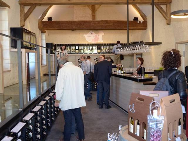 L'intérieur de la Maison des vins de Chambord. © Sophie Manuel