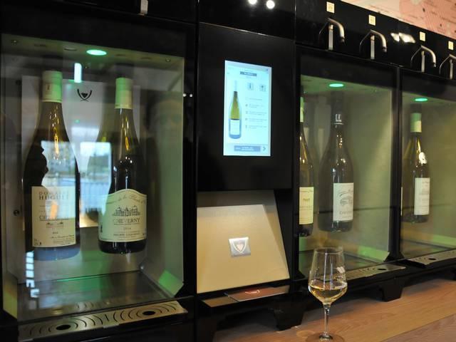 Pour découvrir les AOC à la Maison des vins de Chambord. © OTBC