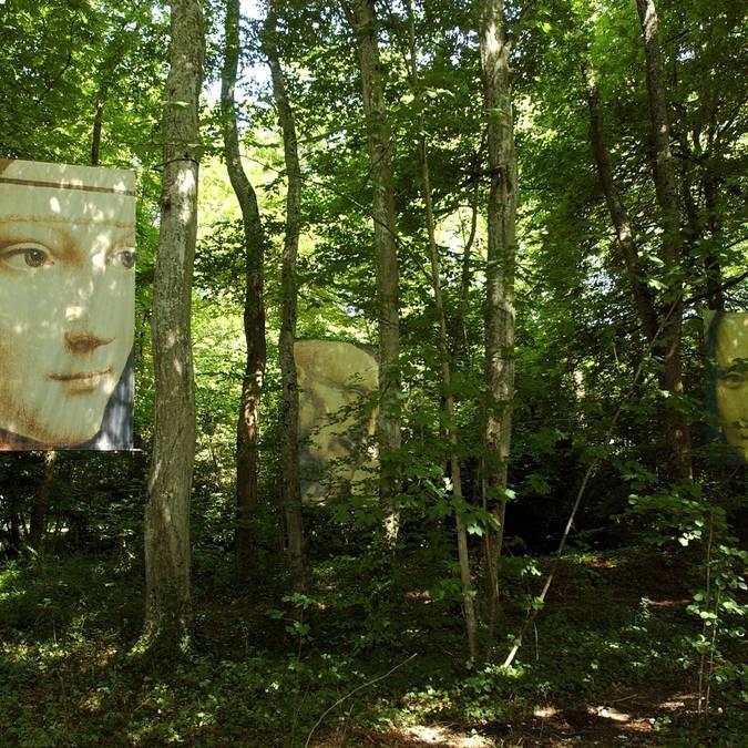 L'île aux visages dans le parc du Clos Lucé. © Gleizes Rea