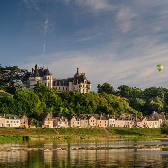 Le château de Chaumont-sur-Loire depuis le fleuve