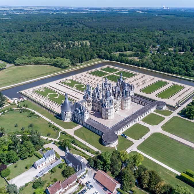 Vue aérienne du château de Chambord et les jardins