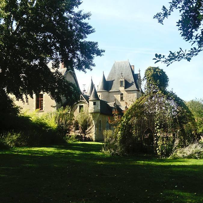 Château de Fougères-sur-Bièvre et son jardin © OTBC